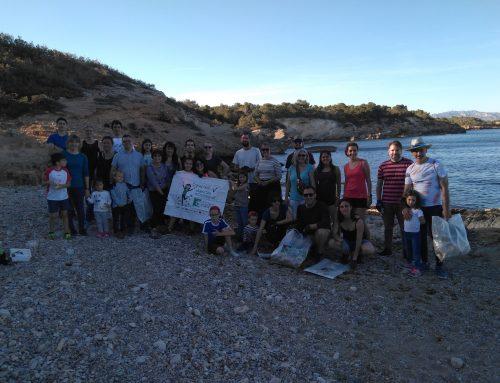 Una gentada participa a la Gimcana del Clean Up a l'Ametlla de Mar!